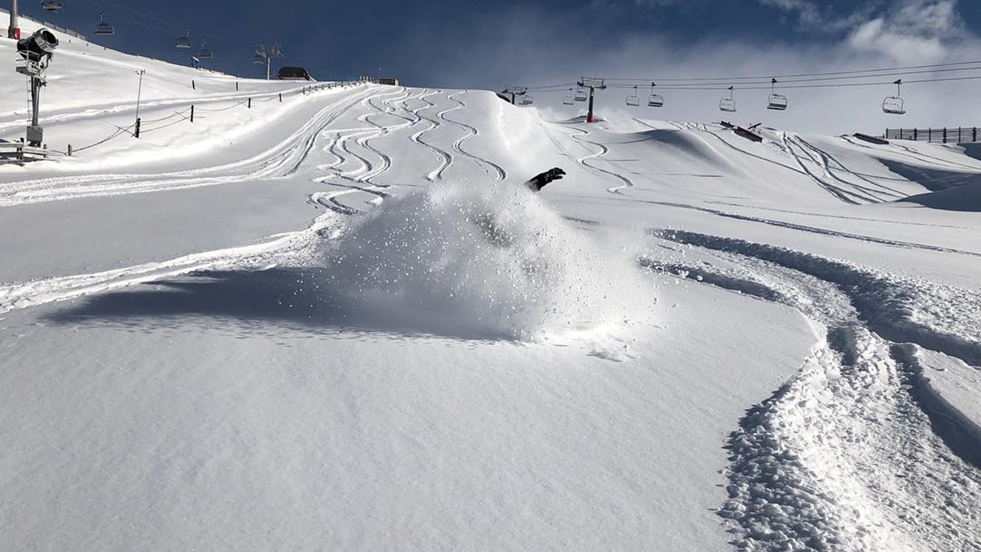 Cardrona - Snowboarding Queenstown- Queenstown ski fields - Queenstown powder - queenstown snowboarding