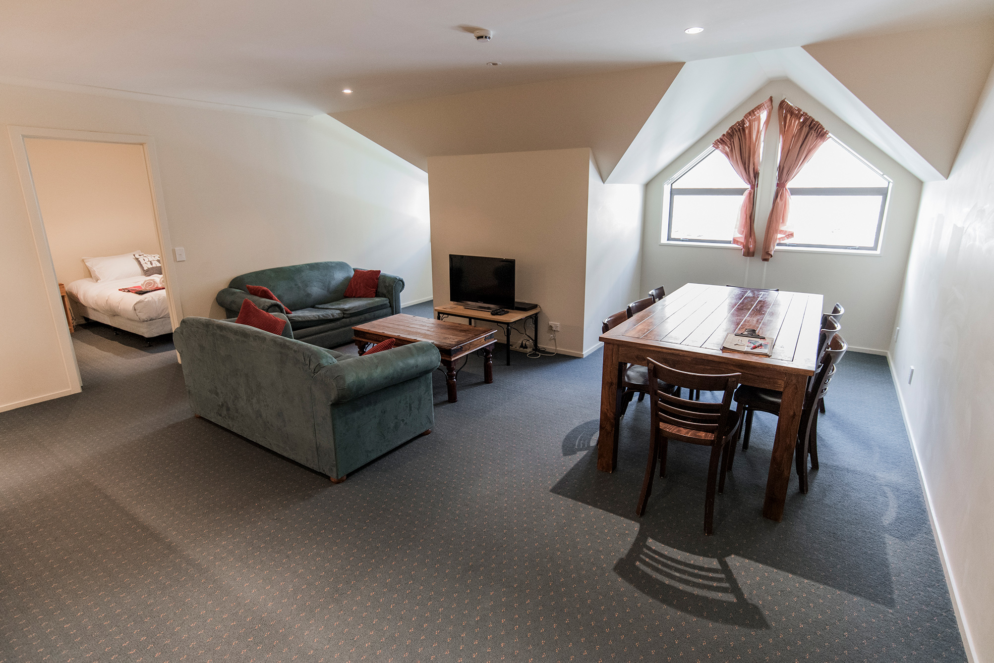 On mountain accommodation cardrona nz for Mountain view 2 bedroom apartments